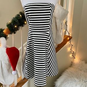 {preloved} Blk/Wht Strapless Express Dress